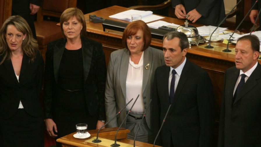 Членовете на новото правителство при полагането на клетва в Народното събрание
