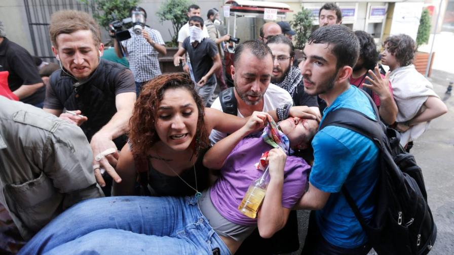 Кървави сблъсъци в Истанбул