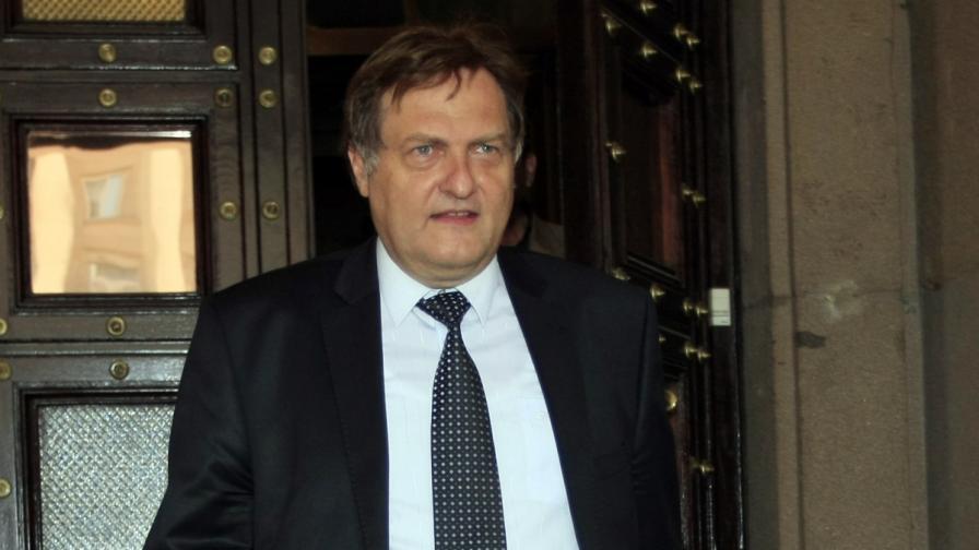 """""""Биволъ"""": Министър Иван Данов източил 15 000 евро от френската социална система"""
