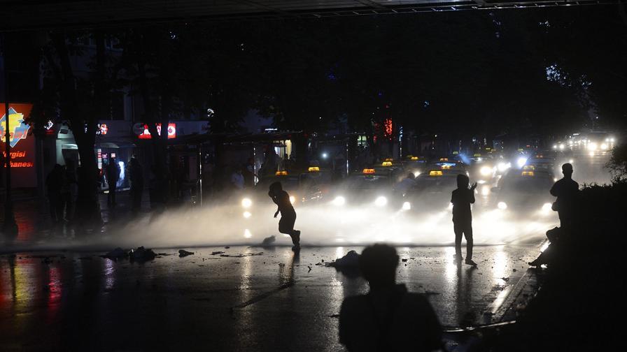 Сред жертвите на протестите в Турция вече има и полицай