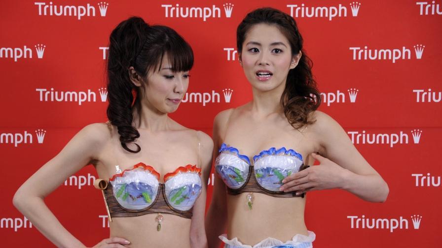 Забраниха на кандидат-студентки в Китай да носят сутиени