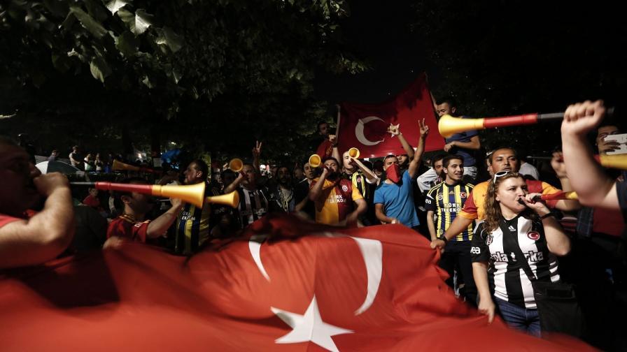 Сблъсъци в краен квартал на Истанбул