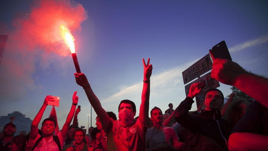 Поредна нощ на протести в Турция