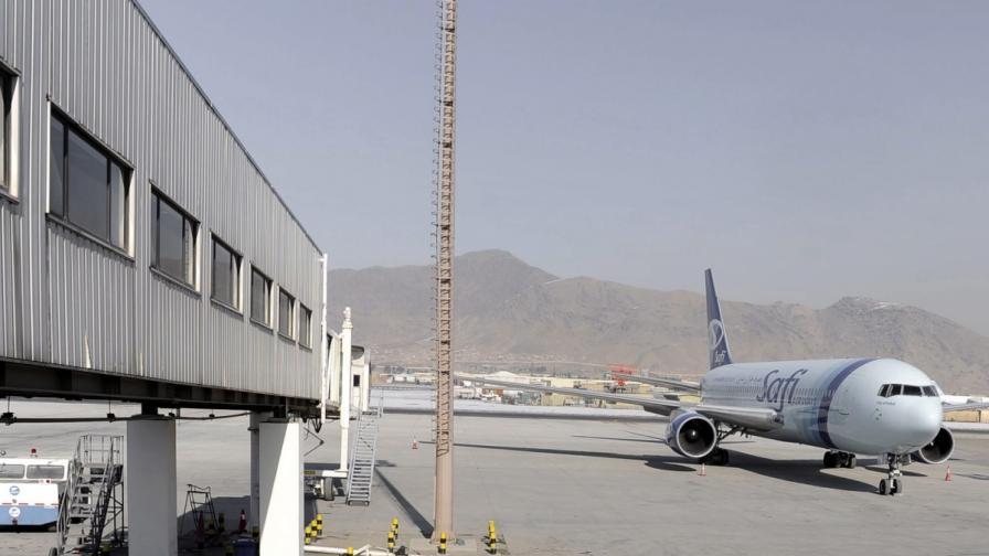 Талибани нападнаха летището в Кабул