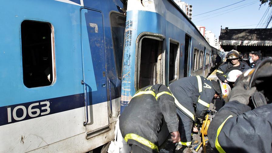 През 2011 г. пък в Буенос Айрес имаше тежка катастрофа между автобус и два пътнически влака