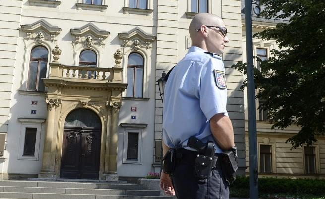 Седем обвинения след арестите и обиските в Чехия