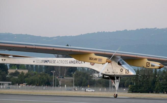 Самолет, задвижван само от слънчеви батерии, прелетя САЩ