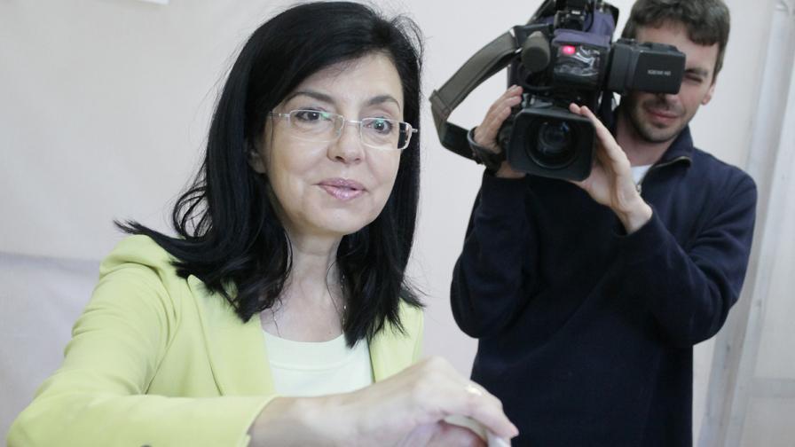 Меглена Кунева и партията й искат оставката на кабинета