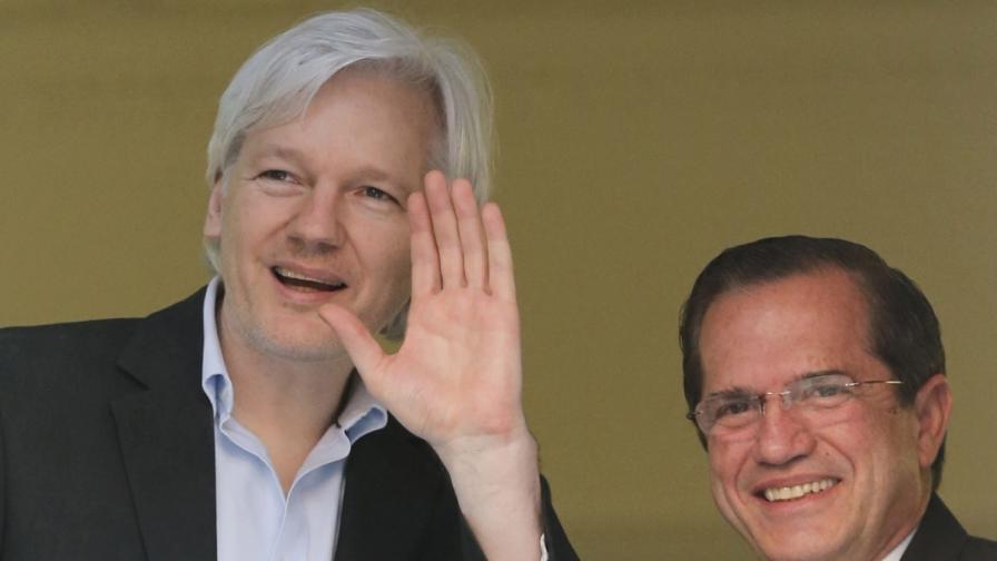 Еквадорският външен министър се срещна с Асандж