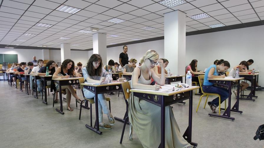 Клисарова: Обмисля се опит за онлайн матури от догодина