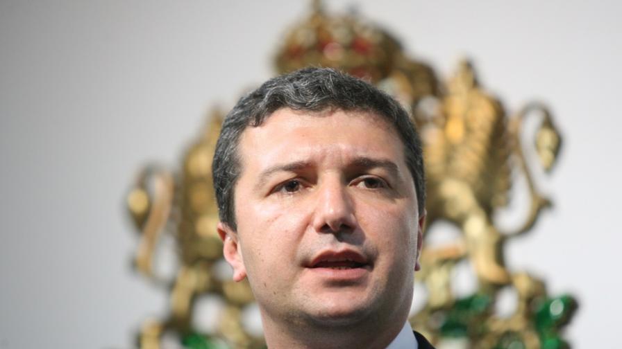 Икономическият министър: Отпушваме износа на ток