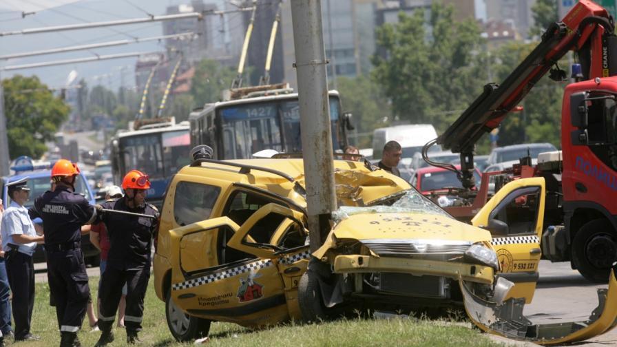 Един загинал и двама тежко ранени в катастрофа на Цариградско шосе в София