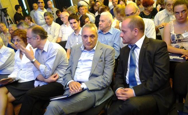 Костов: Уличните протести не могат да произведат политическо решение