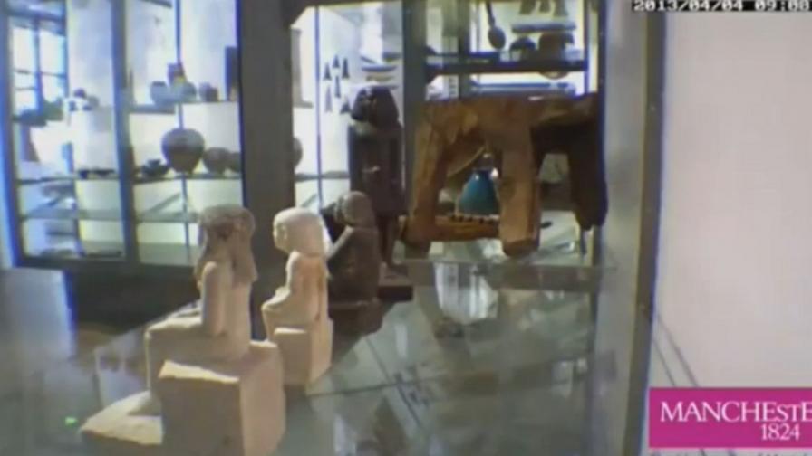 Древна египетска статуя, която се движи сама, подлуди музей