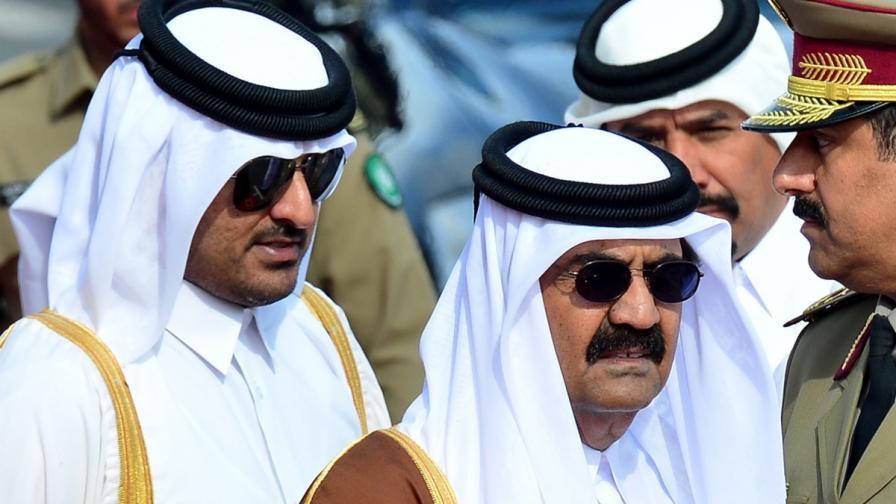Официално: Емирът на Катар абдикира в полза на сина си