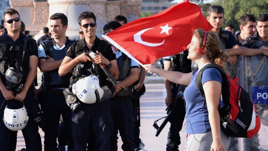"""""""Фейсбук"""": Не даваме данни на турското правителство"""