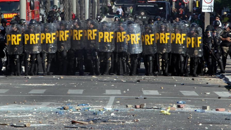 Жертвите на протестите в Бразилия станаха пет
