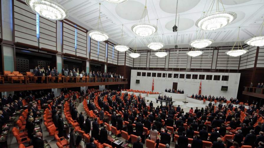 В Турция започват консултации за нова конституция