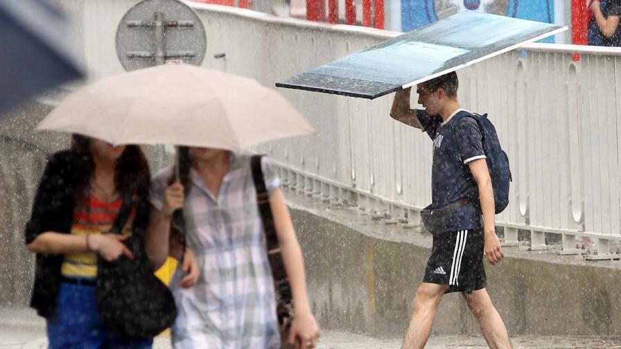 Над милион жители на Торонто останаха без ток заради силни валежи