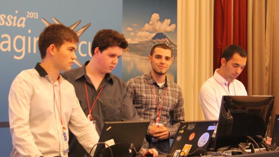 Българският отбор Vertigo представя разработката си пред журито