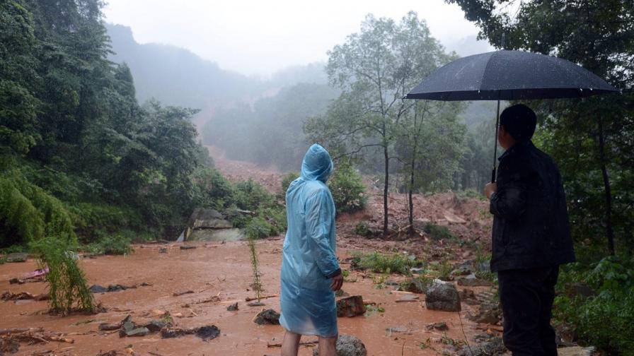 Най-малко 25 са жертвите на наводнение в Китай