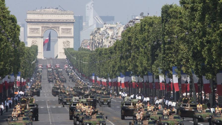 Франция отбеляза Деня на Бастилията въпреки траура