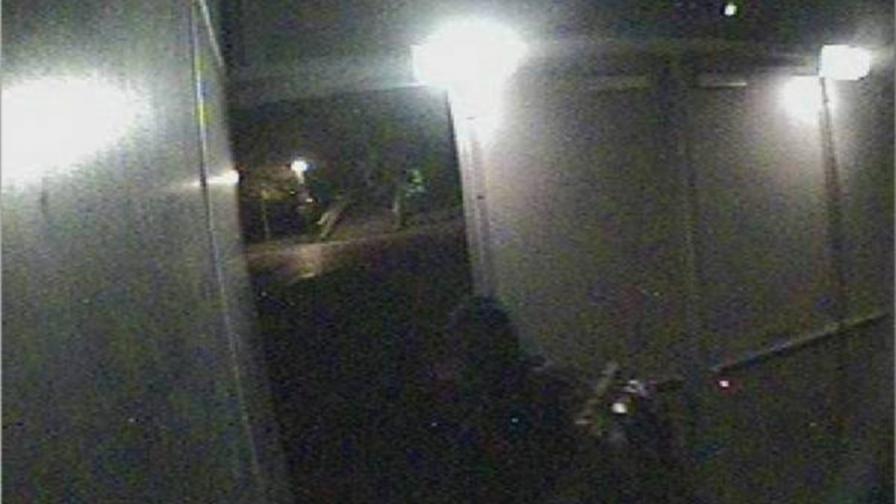 Кадър, заснет от охранителна камера по време на обира