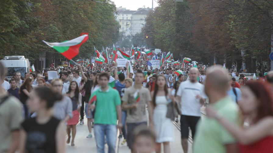 """Ден 37: """"Да бягаме заедно. За България, не от България"""""""