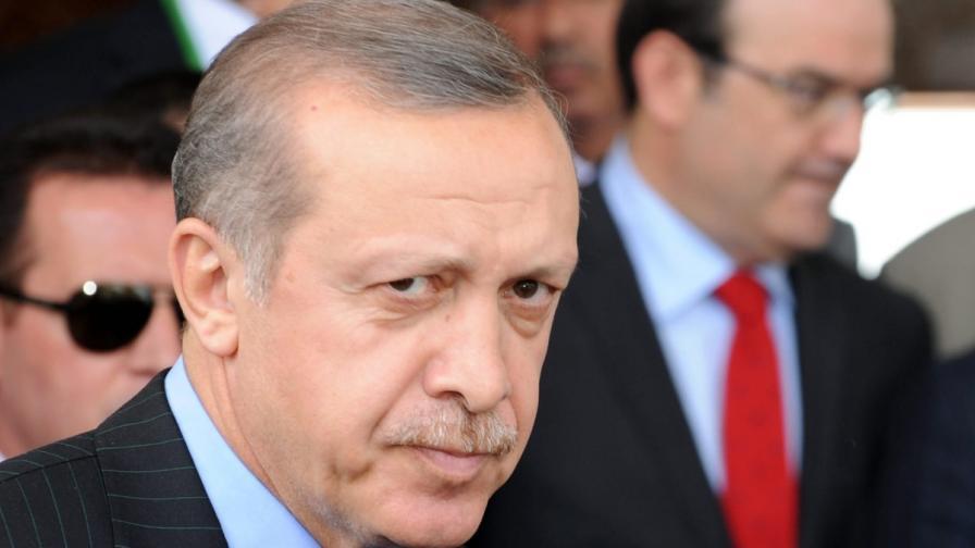 Роднини на турския премиер може да са замесени в корупция във висшите ешелони на властта