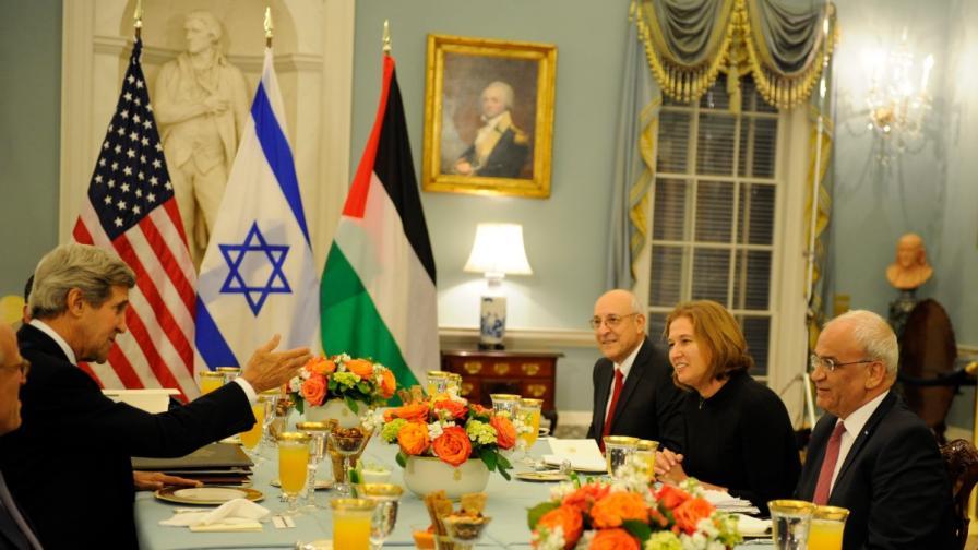 Израелци и палестинци подновиха преговорите за мир