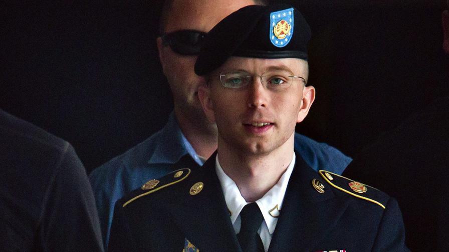 """Информаторът на """"Уикилийкс"""" бе признат за виновен в шпионаж"""