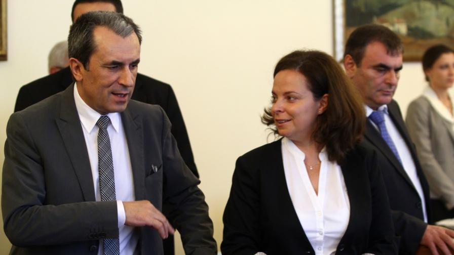 Пламен Орешарски и министърът на здравеопазването Таня Андреева преди заседанието на Министерския съвет
