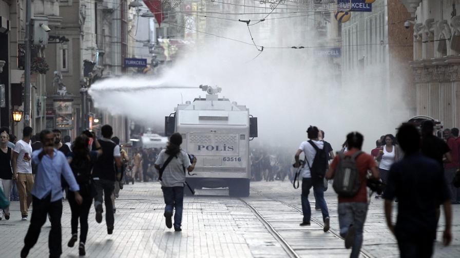 Турската полиция разпръсна със сълзотворен газ протест в Истанбул
