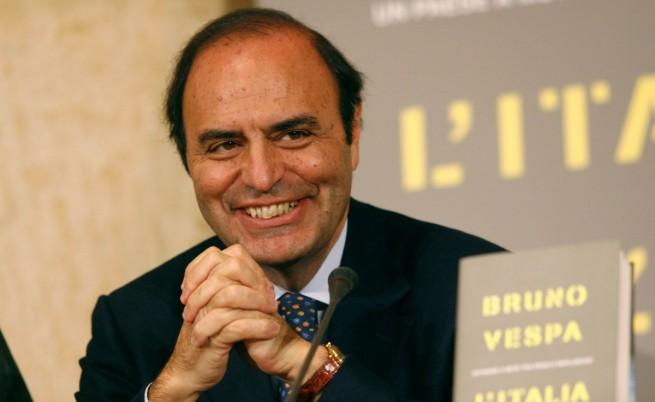 Тв шоумен защитава Берлускони с вицове