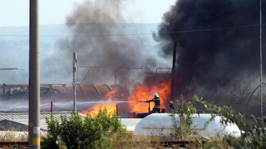 Няколко версии какво причини пожара край Езерово
