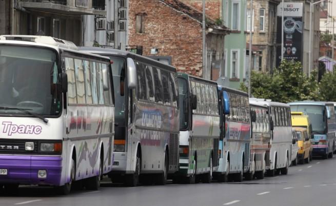Десетки автобуси с контрапротестиращи в София