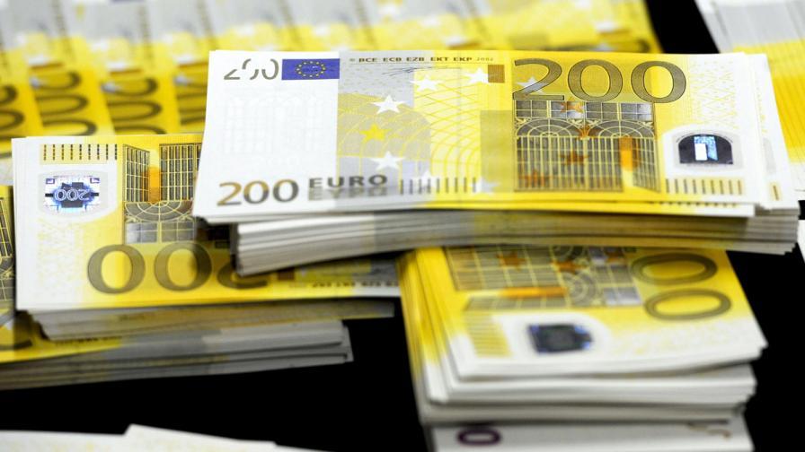 Във Франция одобриха данък от 75% върху доходи над 1 милион