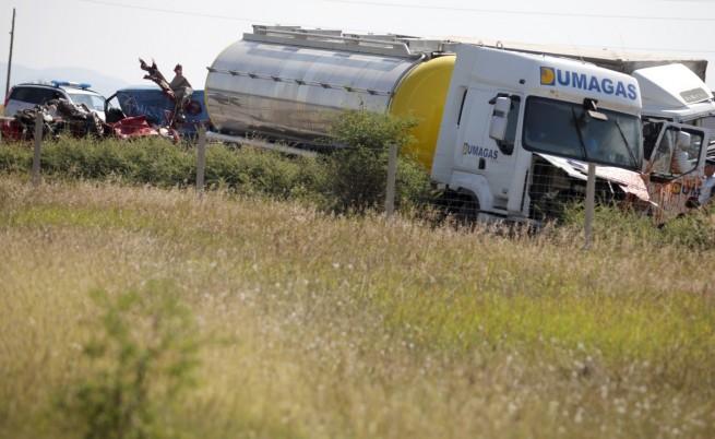 Повдигнаха обвинения на румънския шофьор, причинил катастрофата на пътен възел