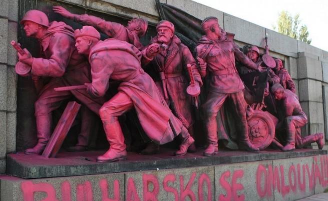 Й. Фандъкова: Паметниците не са място за подобни послания
