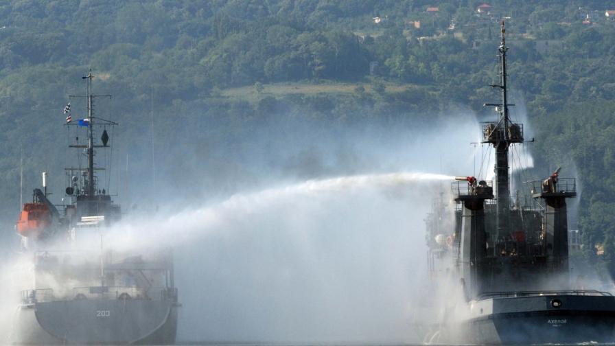 Кораб се запали на бургаското пристанище