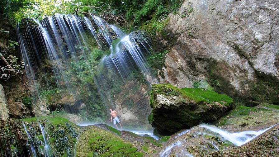 Затварят Крушунските водопади