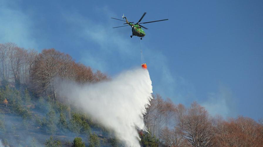 Вертолет Ми-17 участва в гасенето на пожара в Свиленградско