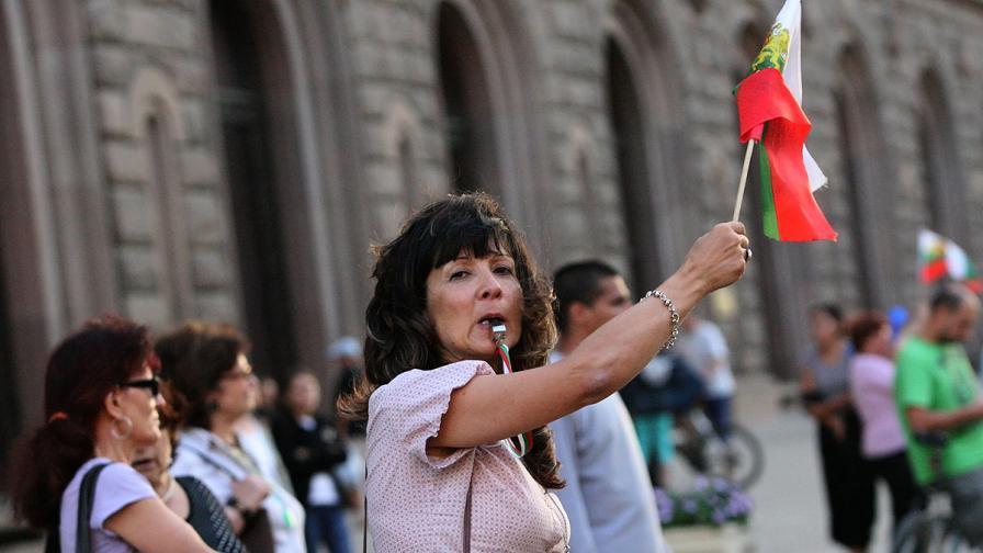 76-а вечер на протест в София