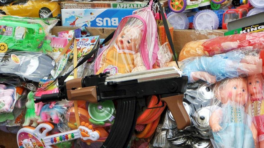 На детска градина със зареден пистолет