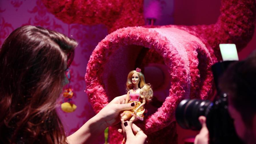 Мъж от Сингапур притежава 6000 кукли Барби