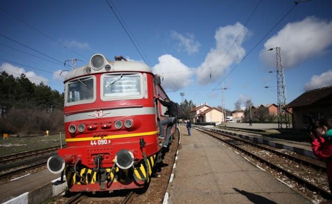 Пускат 33 от спрените 38 влака на БДЖ