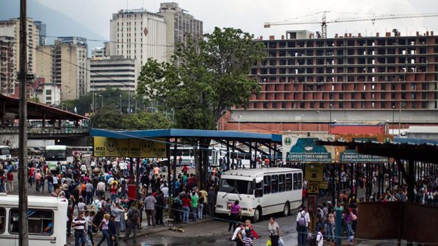 Половин Венецуела остана без ток