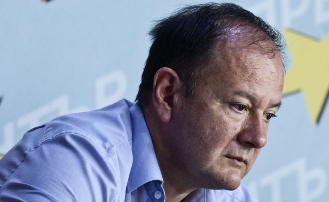 Миков: Политиката да доминира над крясъците