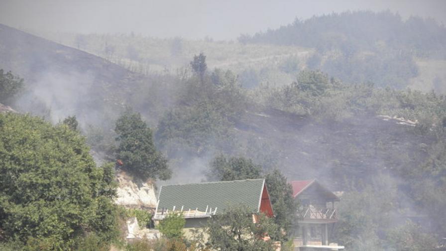Пожарът край Симитли е почти потушен