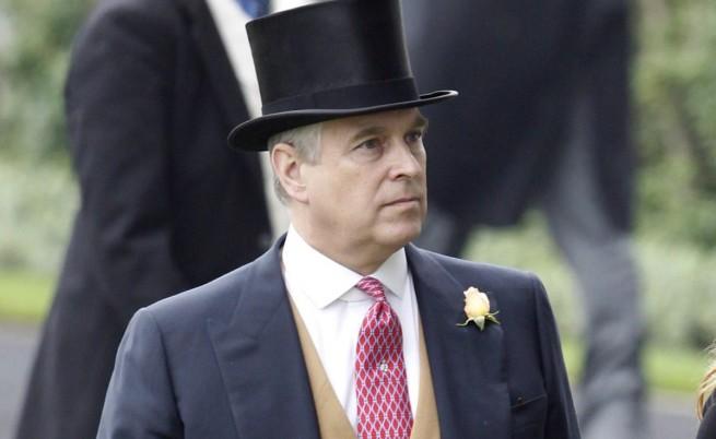 Полицаи взеха британския принц Андрю за крадец